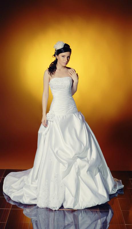 فساتين للعرائس 2013 بدلات اعراس 62bf8558.jpg