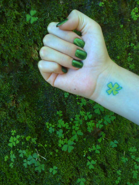 Pin trefles a 4 feuilles page 8 on pinterest - Tatouage trefle a 4 feuille ...